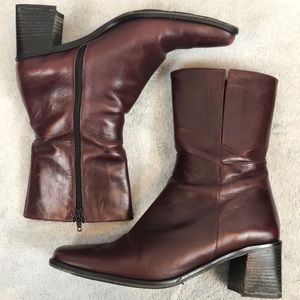 KENNETH COLE Italian leather zip up bootie